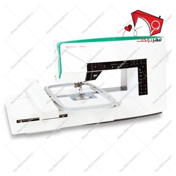 چرخ خیاطی هسکوارنا مدل Jade 35. قابلیت گلدوزی با کارگاه تمام اتوماتیک و بدون دخالت دست در کنار توانایی این دستگاه در خیاطی حرفهای.